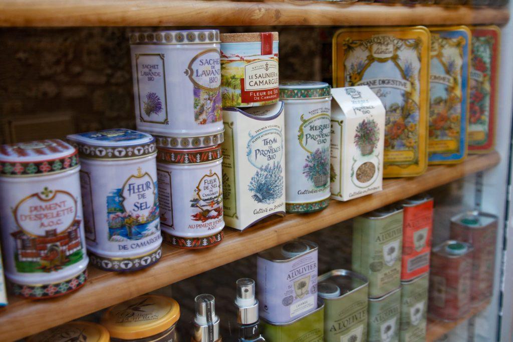 Vetrina di un negozio di spezie a Les Baux de Provence